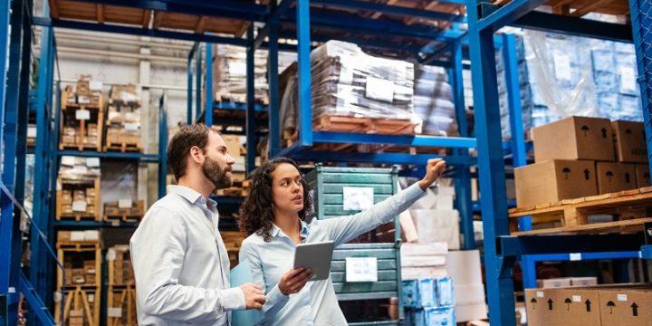 Czym różni się spedycja od logistyki?